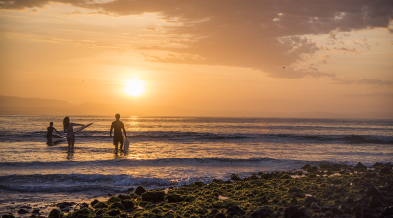Surf en San Juanico , poseedor de una de las olas más largas del mundo